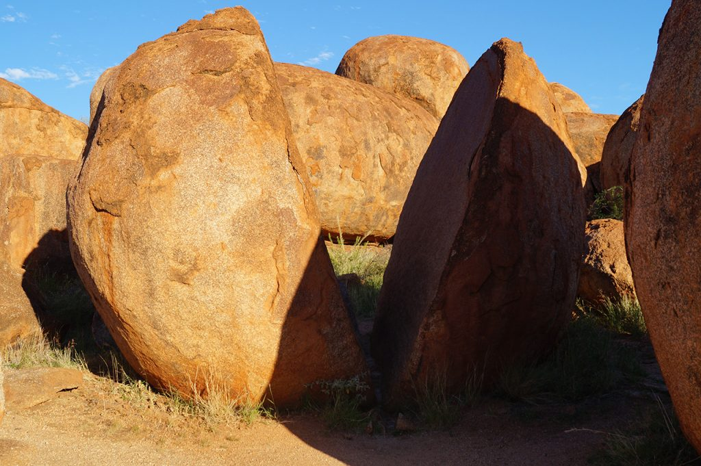 Split rock at the Devils Marbles Karlu Karlu